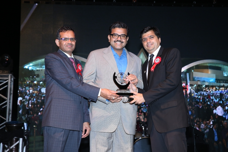 Promoth Manghat, CEO, UAE Exchange receiving the 'Excellence in Finance & Profession' award from Rajiv Shah, Chairman, ICAI – Abu Dhabi Chapter and Suresh Chander Panwar, Vice Chairman, ICAI – Abu Dhabi Chapter